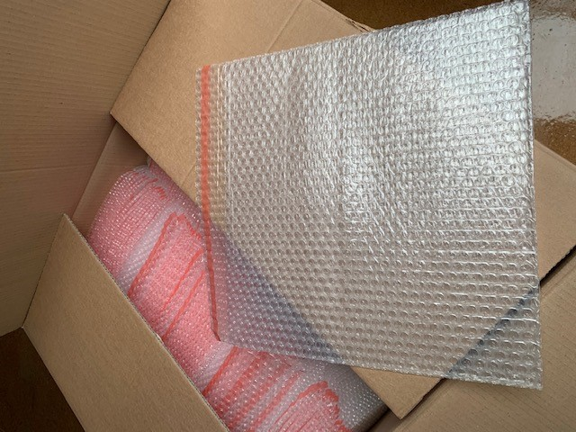 Box Bubble wrap bags 80mu 350x350mm. 50mm flap self-adhesive.